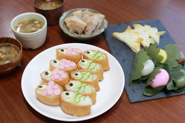 端午の節句の食事 鯉のぼりいなり寿司