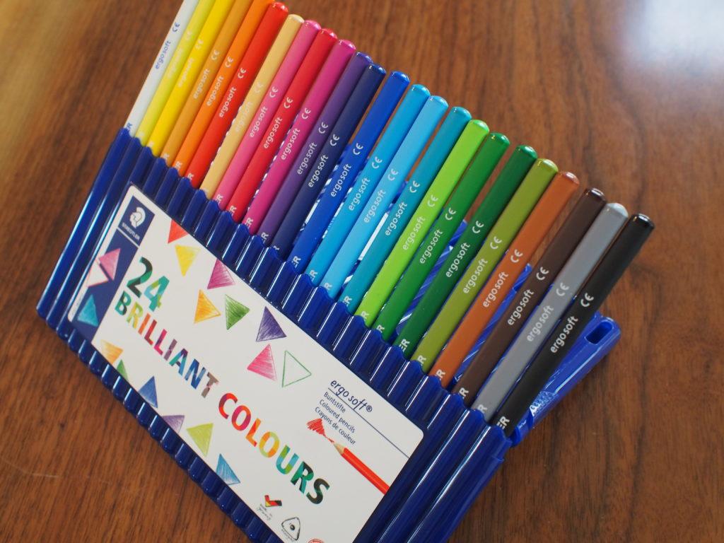 コンパクトな色鉛筆ケース