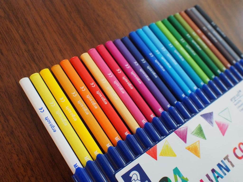 色鮮やかな色鉛筆