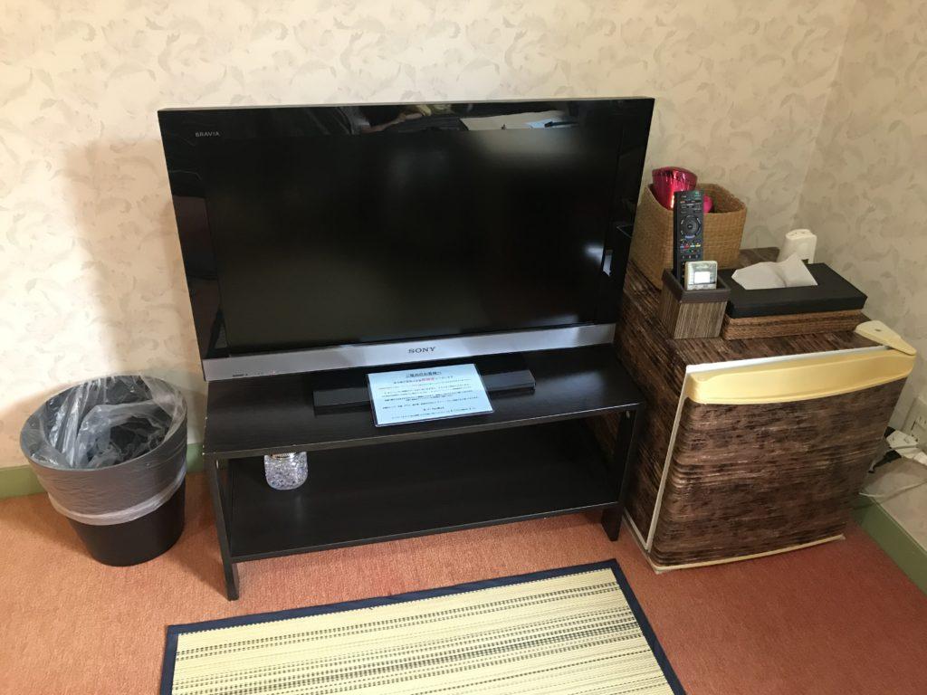 客室のテレビ、冷蔵庫