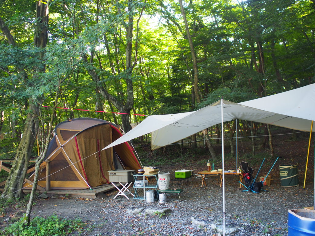 ウッドデッキ付きサイト(車乗り入れ可):北麓の森デッキ付きキャンプ
