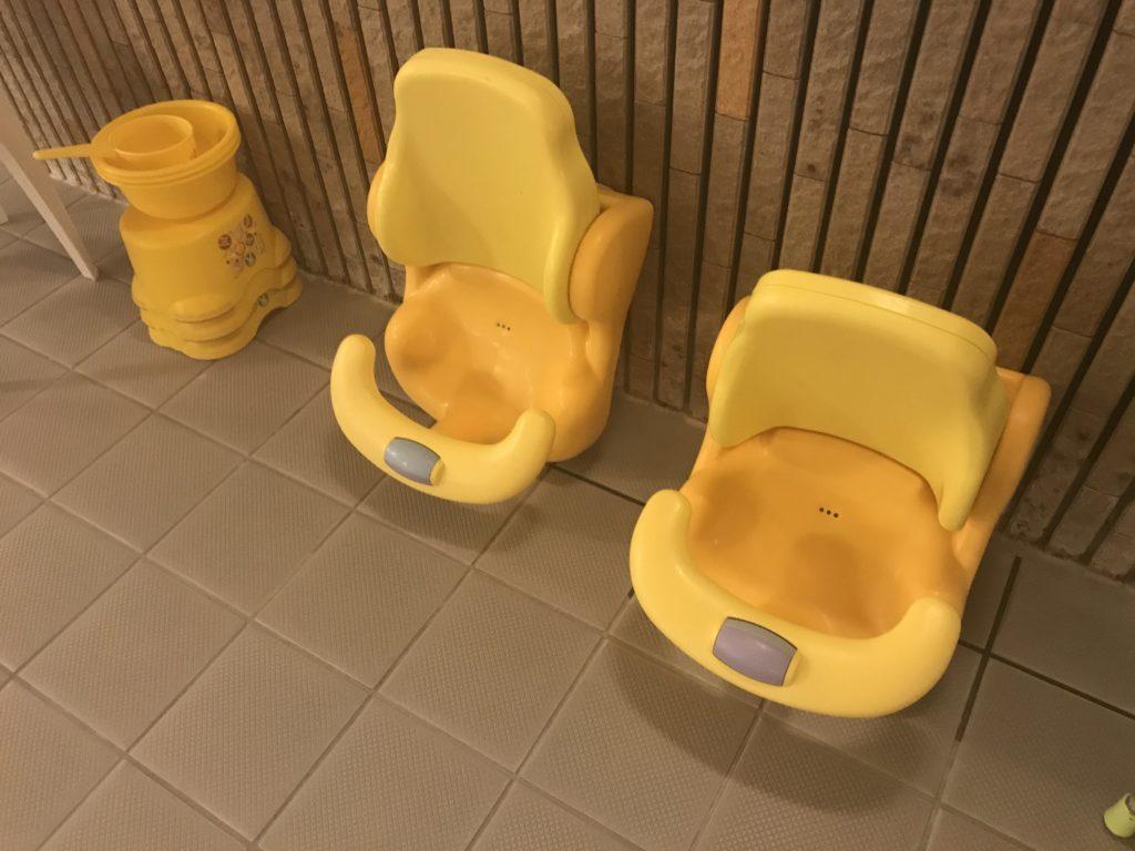ベビーチェア、子供用桶と椅子