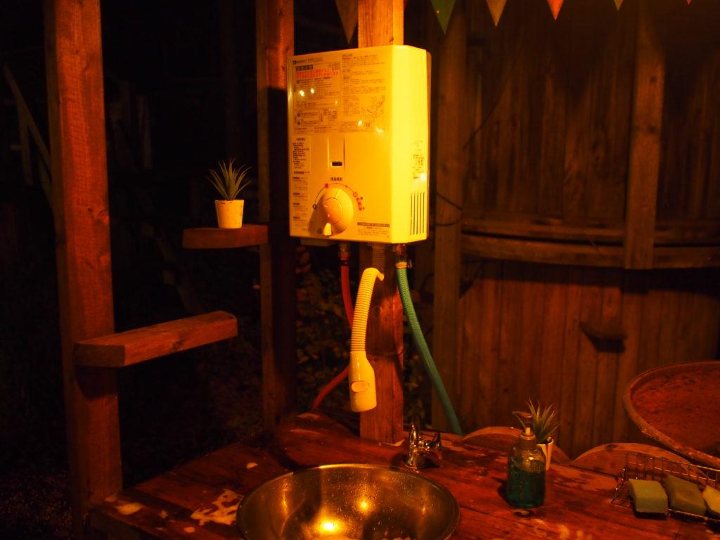 炊事場の給湯器